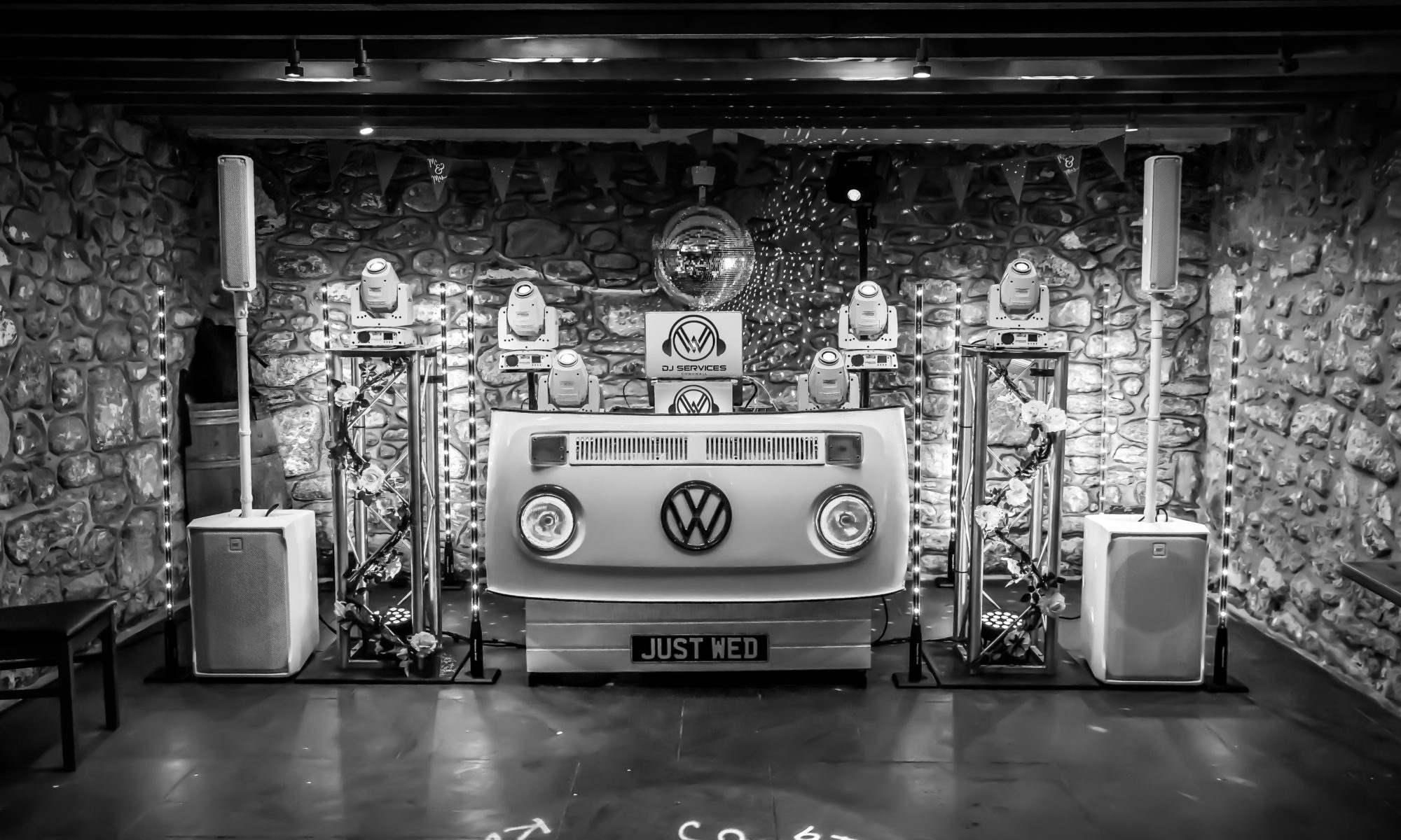 Just Wed VW DJ Booth set up for Ian & Jess Wedding Party Knightor Winery with Wedding DJ Cornwall ready for the night a head with the banging party tracks.